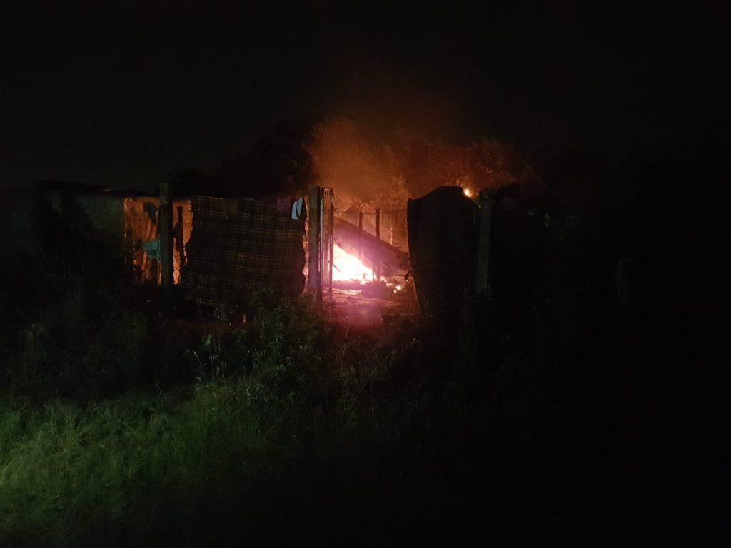 Axa-Malafede: lite e incendio al campo Rom 2