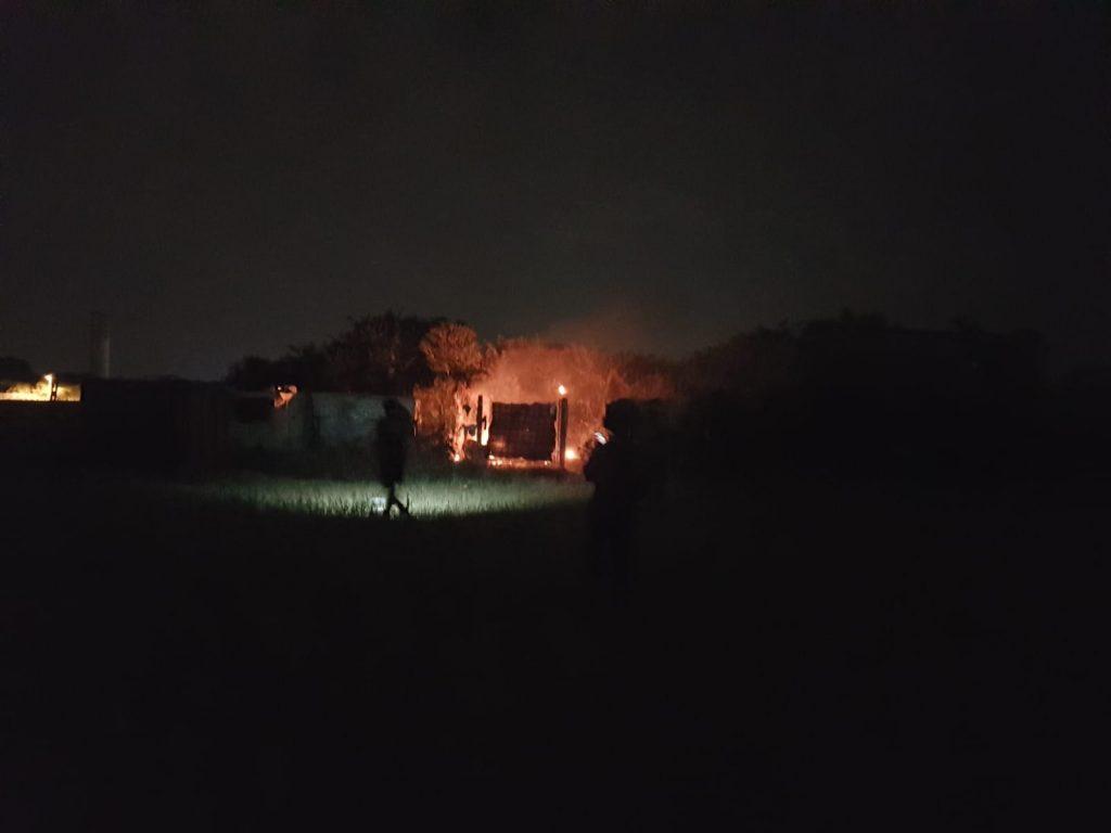 Axa-Malafede: lite e incendio al campo Rom 1