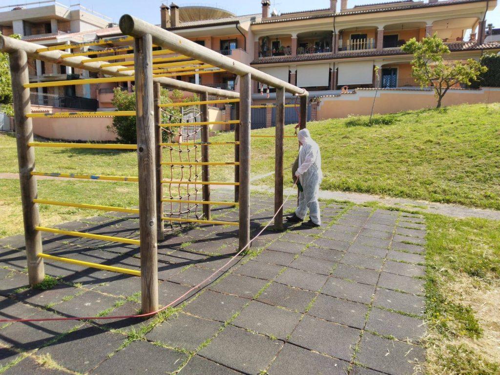 Pomezia: al via la sanificazione delle aree gioco nei parchi pubblici 1