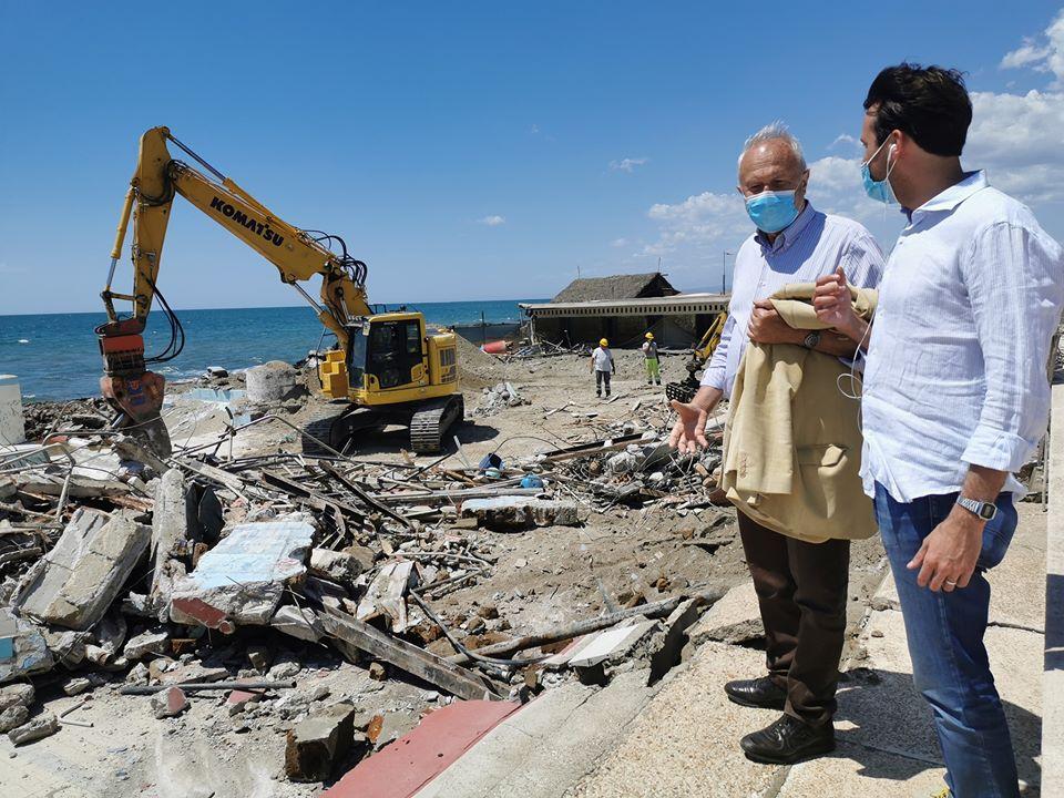 Fregene: demolizione La Perla