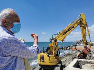 Fregene: iniziata la demolizione dello stabilimento La Perla 1