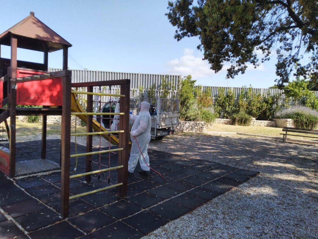 Pomezia: al via la sanificazione delle aree gioco nei parchi pubblici 4