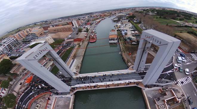 """Fiumicino: Ponte """"2 Giugno"""" e Passerella pedonale. Da oggi nuovi orari 1"""