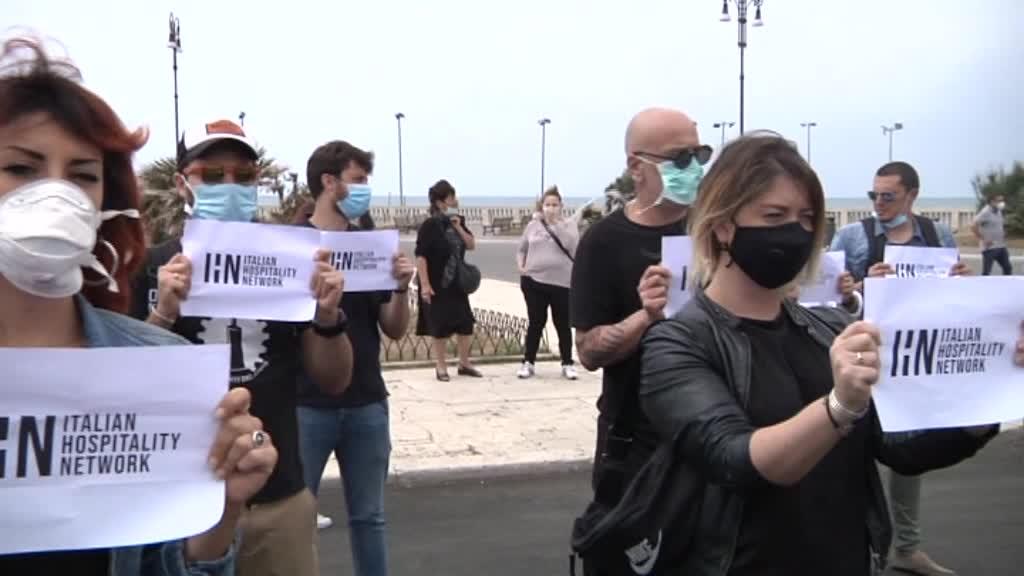 Raggi ad Ostia: contestazioni e assembramenti per la visita della Sindaca 6