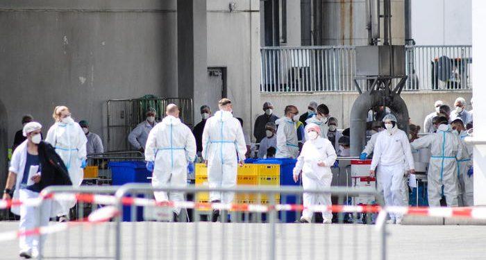Coronavirus, in Germania esplodono i contagi: mille positivi tra i lavoratori di un mattatoio 1