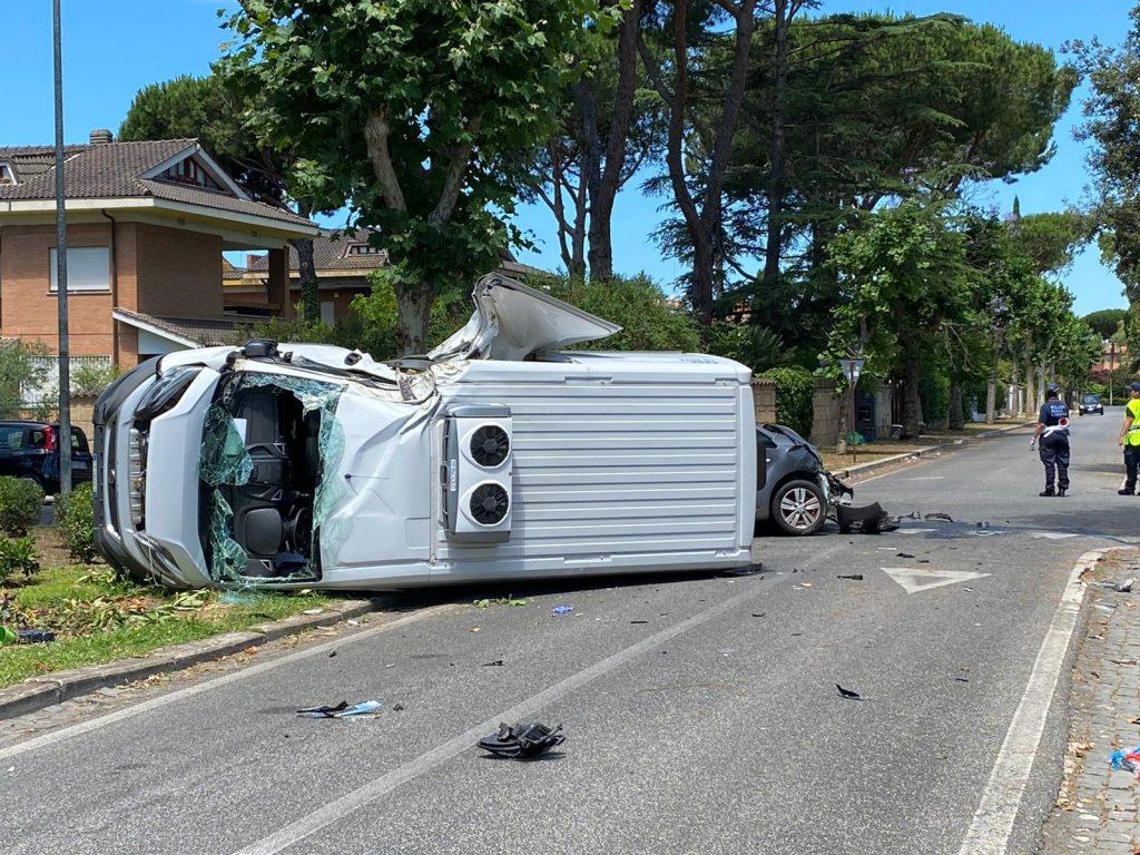 Casal Palocco: grave incidente in via Alceo. Un 29enne è in codice rosso al San Camillo 1
