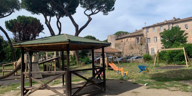 Ostia Antica: pericolo nell'area giochi del Parco dei Ravennati 1