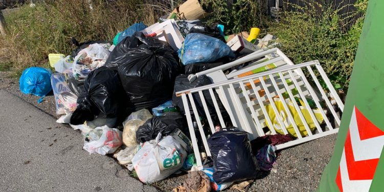 Ostia Antica: decine di strade abbandonate dall'Ama che non raccoglie i rifiuti 1
