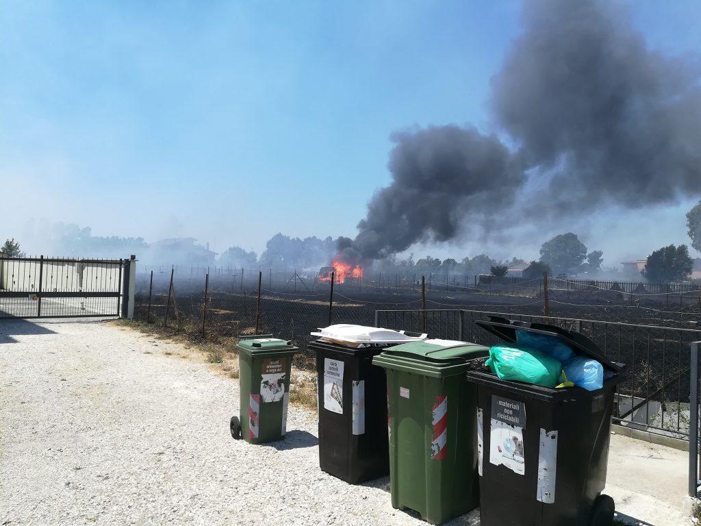 Piana del Sole: ennesimo incendio di terreni incolti 1