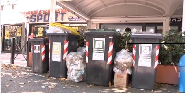 Acilia: attività commerciali circondate dai rifiuti 1