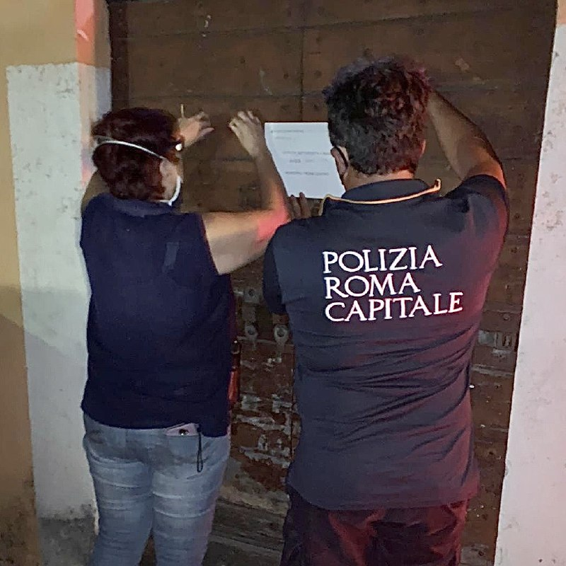 Roma: locale a luci rosse chiuso per assembramenti dalla Polizia 1