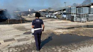 Ardea: incendio in un deposito di pneumatici 2
