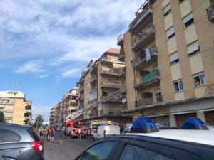 Ostia: si barrica in casa con il gas aperto. Palazzo evacuato 1
