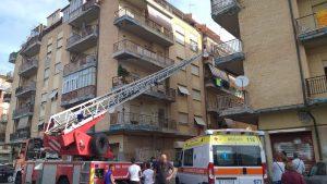 Ostia: si barrica in casa con il gas aperto. Palazzo evacuato 2
