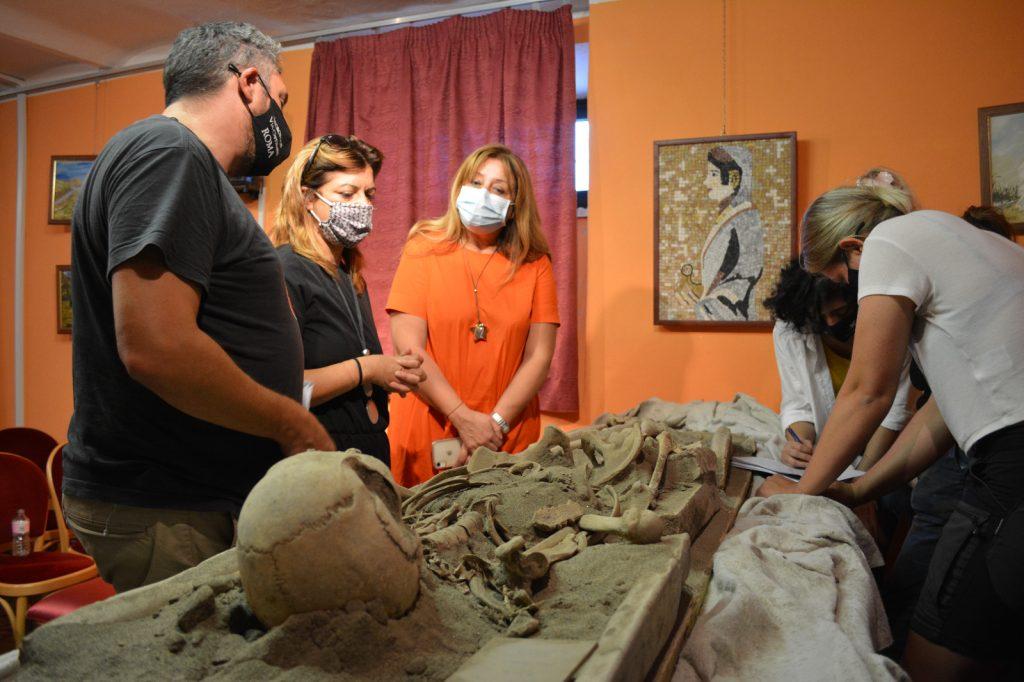 Archeologia a Pomezia: uno scheletro umano perfettamente conservato al Museo Lavinium. 1
