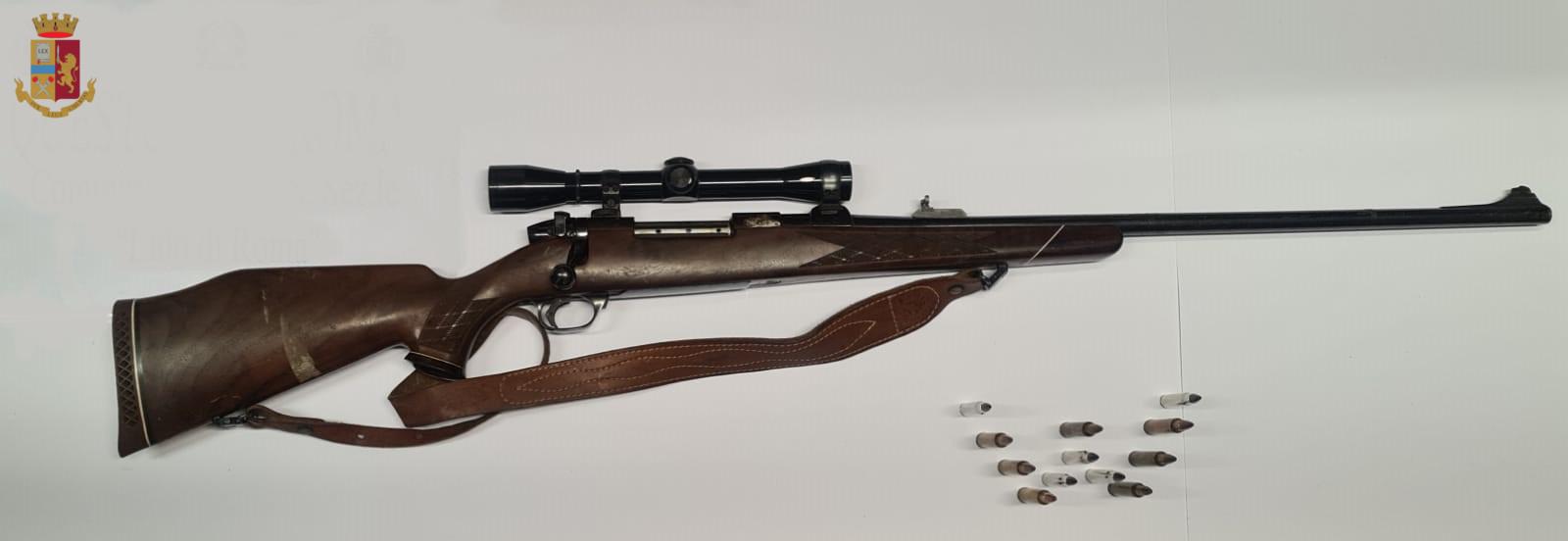 Ostia: nascondeva un fucile tra i materassi. Arrestato un commerciante 1