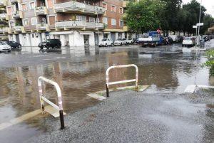 Ostia e Acilia allagate dalla pioggia: dove sono i lavori di pulizia di pozzetti e caditoie? 1