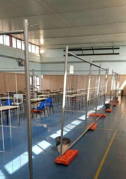 Ostia, Istituto Mar dei Caraibi: bambini in gabbia. Reti metalliche come divisori 9