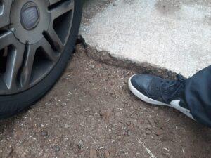 Ardea, lavori stradali fatti male: la denuncia dei cittadini (FOTO) 1