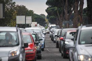 Disagi sulla via Cristoforo Colombo per un incidente: distrutta un'Alfa Romeo (FOTO) 2