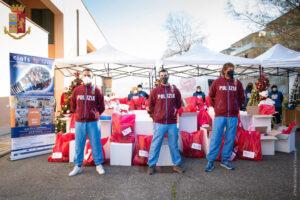 Pacchi di Natale alle famiglie più fragili: l'iniziativa parte da Ostia 2