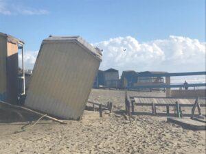Ostia, danni da mareggiata a stabilimenti e spiagge libere: è solo l'assaggio 2