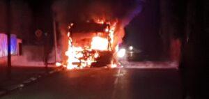 In fiamme un autobus, paura all'Infernetto 1