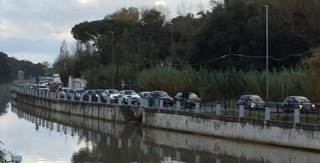 """Ostia, traffico impazzito: """"Riaprite via dei Pescatori"""" 1"""
