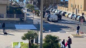 """Ostia, sosta vietata in piazza Tor San Michele. I residenti: """"No all'isola pedonale"""" (VIDEO) 1"""