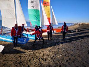 Babbo Natale veleggia e si moltiplica per quattro: gli auguri in barca dal Maresole 1