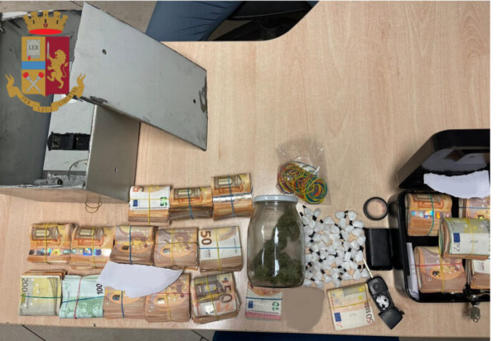 Soldi, cocaina e marijuana