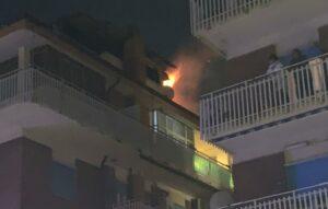 Ostia, esplode un incendio: grave una donna e due agenti intossicati (VIDEO) 2