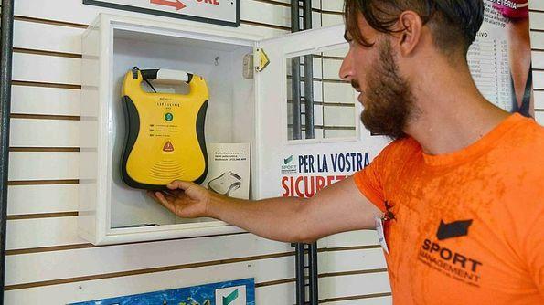 Arrivano i defibrillatori sulle spiagge libere di Ostia