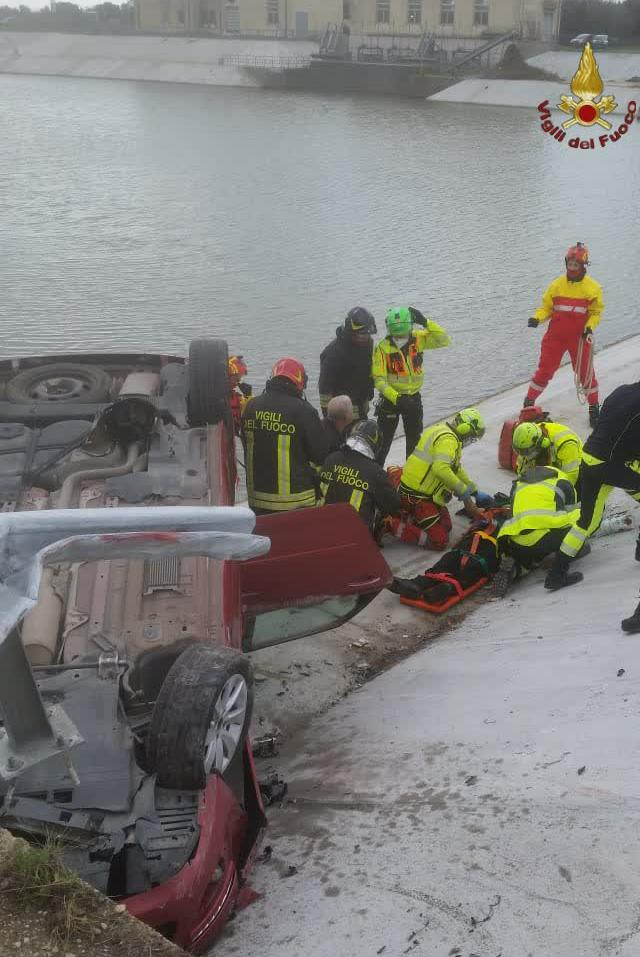 Incidente in Via delle Idrovore. Un'auto si ribalta 1