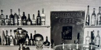 Raffaele Evangelista nel suo bar