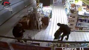 """Incastrata la """"Banda dei supermercati"""": ecco come agiva (VIDEO) 2"""