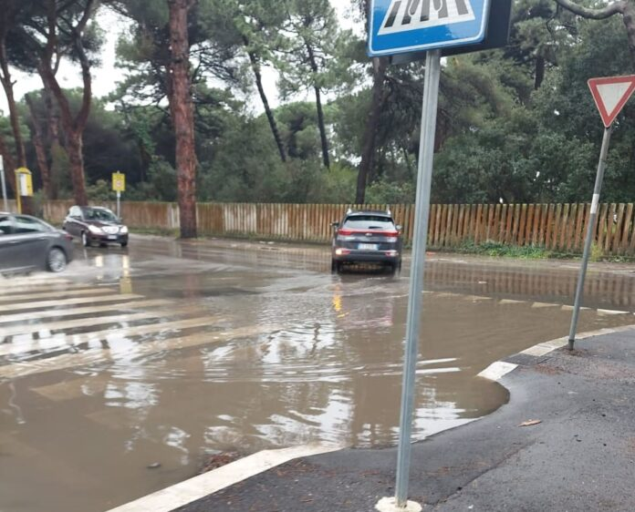 strade allagate e Ostia