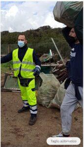 Lido dei Pini, i volontari puliscono la spiaggia di fronte al depuratore 3