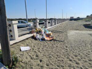 degrado spiaggia libera