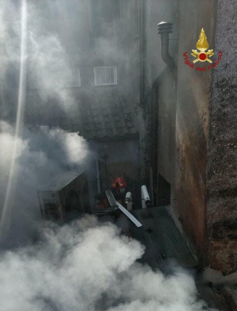 incendio roma morta una donna