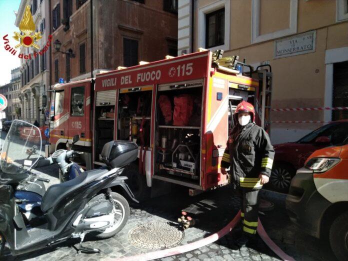 incendio roma muore donna