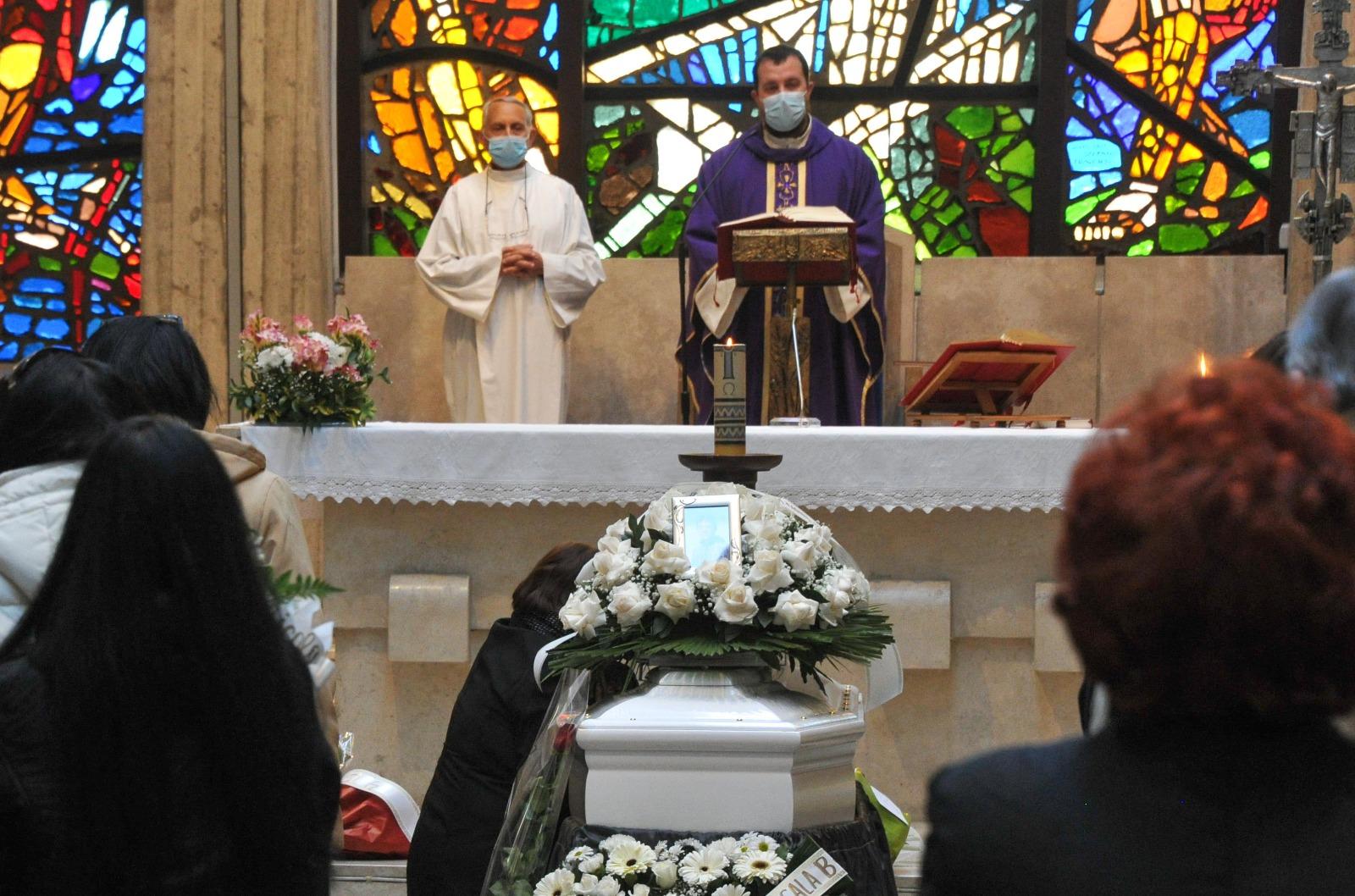 Funerali di Riccardo, assenti le istituzioni 1