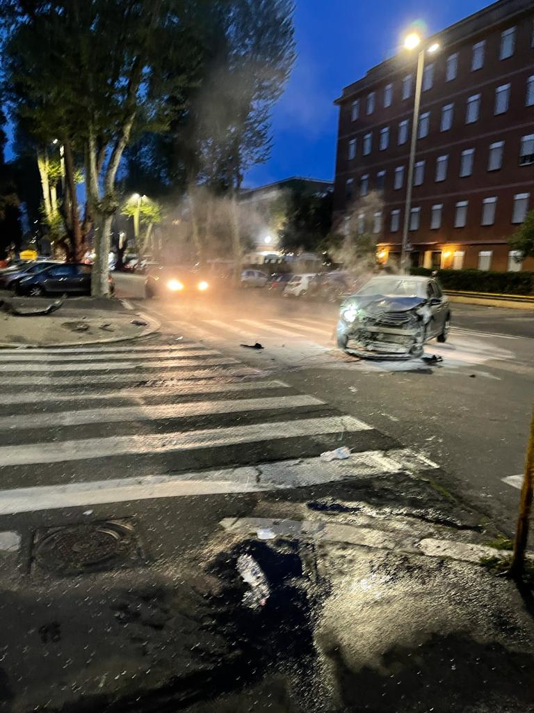 Ostia, incidente tra auto: quattro feriti 1