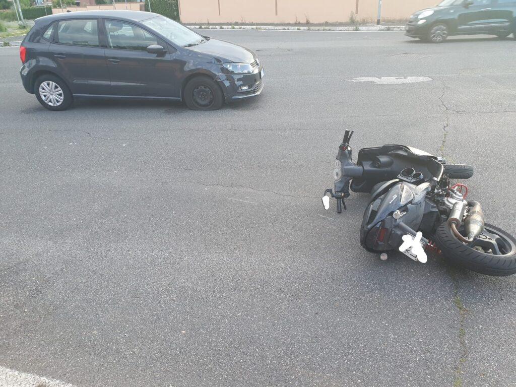 Infernetto, ancora un incidente in via Cilea: motociclista in ospedale 1