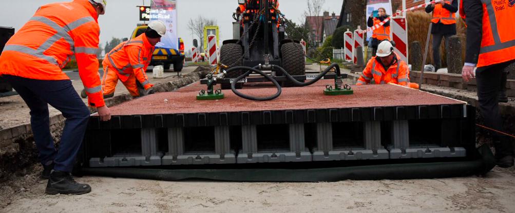 Plastica riciclata nell'asfalto contro l'inquinamento mondiale 1