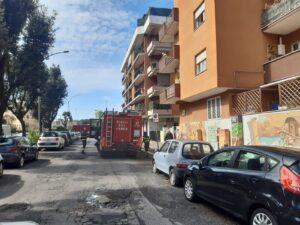 Esplode incendio dal vano motore: paura a Ostia (VIDEO) 2
