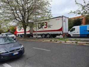 Infernetto, ancora un incidente in via Cilea: motociclista in ospedale 3
