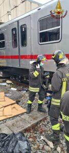 Operai incastrati sotto il treno: soccorsi dai Vigili del Fuoco 1