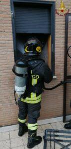 Roma, incendio in casa: muore una donna, grave il figlio 1