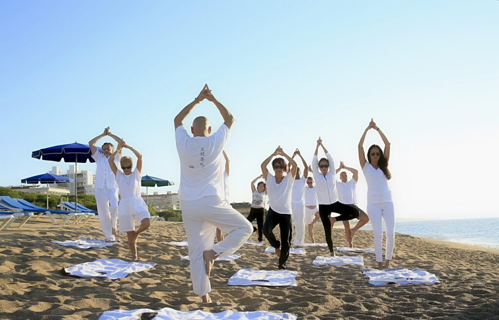 Lo yoga fa bene; sulla spiaggia, ancora di più 1
